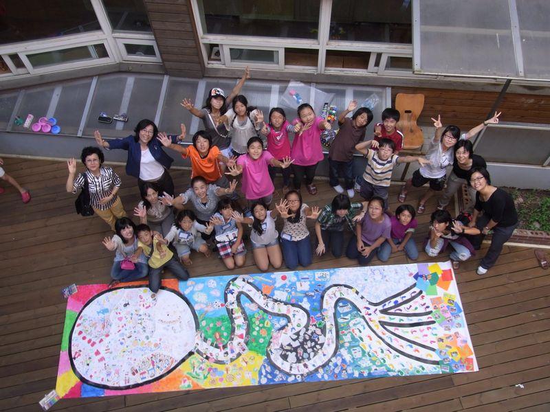 2010年共同制作「行こうよ!カジャ、カジャ!おまつりひろば」ソウルで出会ったこどもたち